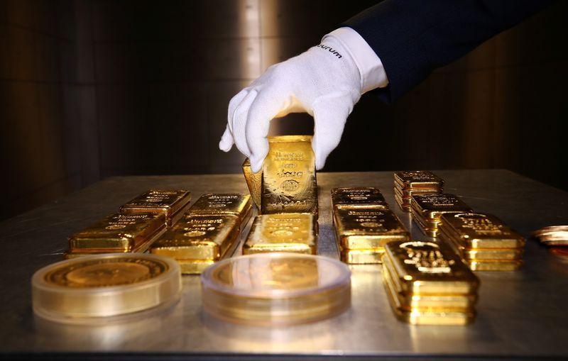 Imagen de archivo de lingotes y monedas de oro guardadas en una caja fuerte de la compañía Pro Aurum en Mínich, Alemania. 14 agosto 2019. REUTERS/Michael Dalder