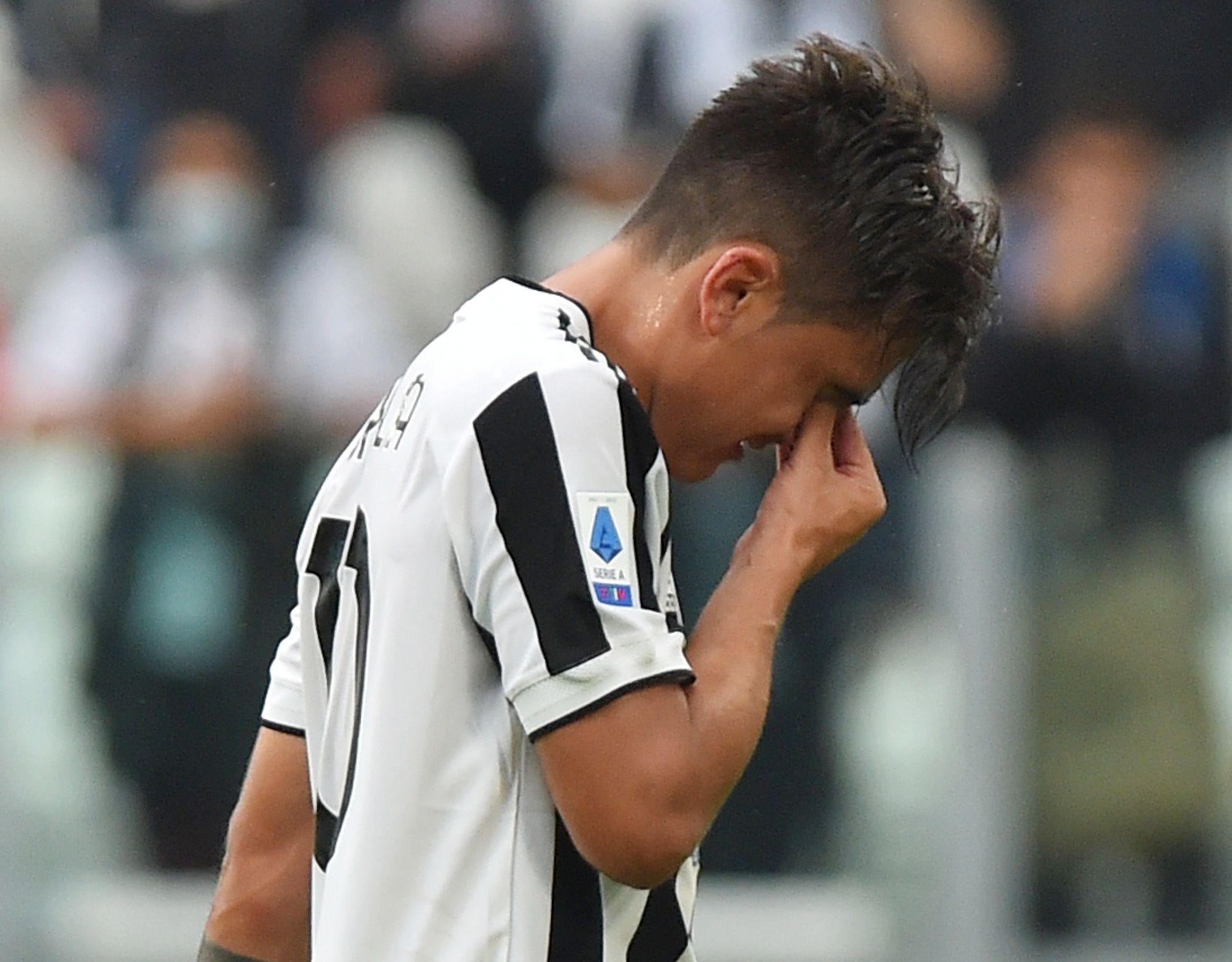 Dybala se fue llorando a los 20 minutos de la primera etapa en el último partido de la Juventus (REUTERS/Massimo Pinca)